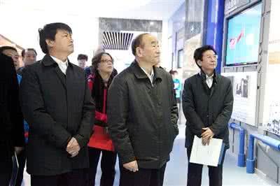 李寿生:石化科技创新要抓重点 集中力量干大事